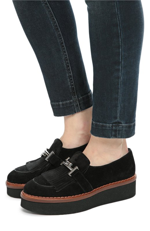 Meisje in platform loafers