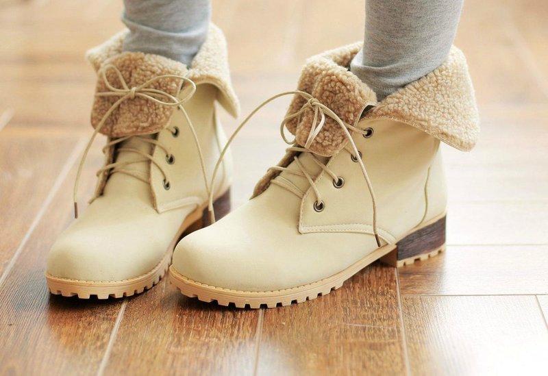 Stilingi batai su raišteliais