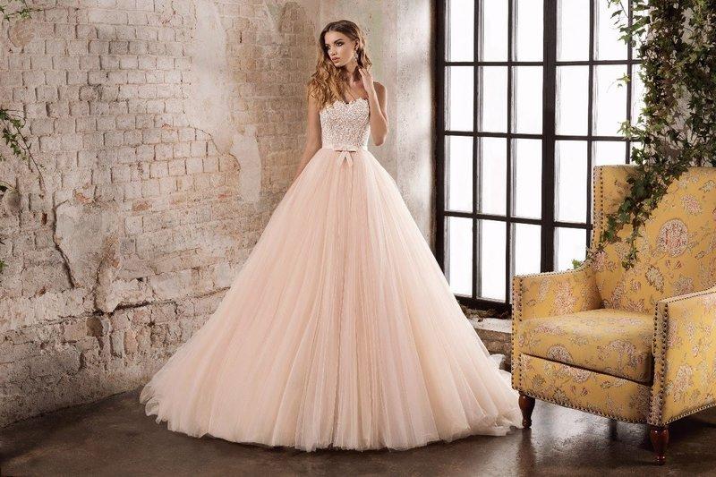 Gezwollen roze jurk