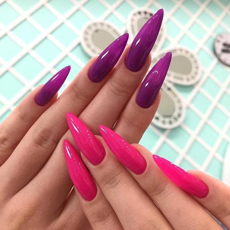 Lange roze nagels