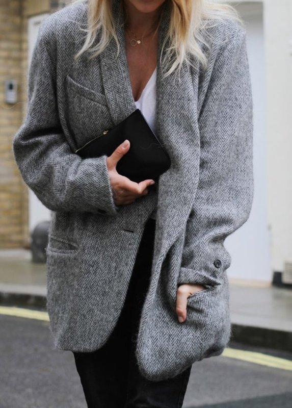 Hoe een jas en een zijden top te dragen