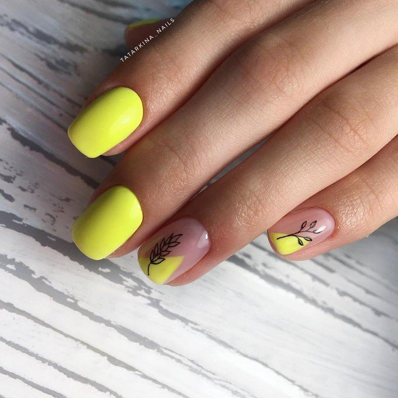 Geltonas manikiūras su dizainu