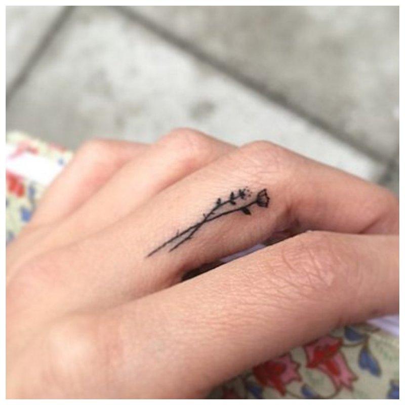 Mažojo piršto tatuiruotė