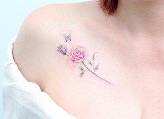Mooie tatoeage op het sleutelbeen van een meisje