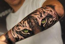 Beau tatouage pour les hommes sur l'avant-bras