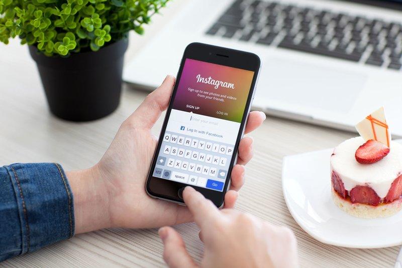 """Vyras prisijungia prie """"Instagram"""" per """"Facebook"""""""