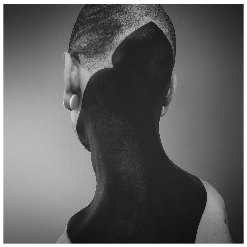 Juodos galvos ir kaklo gale