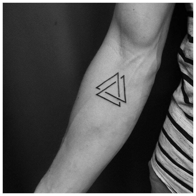 Dviejų trikampių tatuiruotė