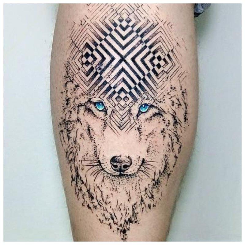 De symbolische tatoeage van een wolf in een man op kaviaar