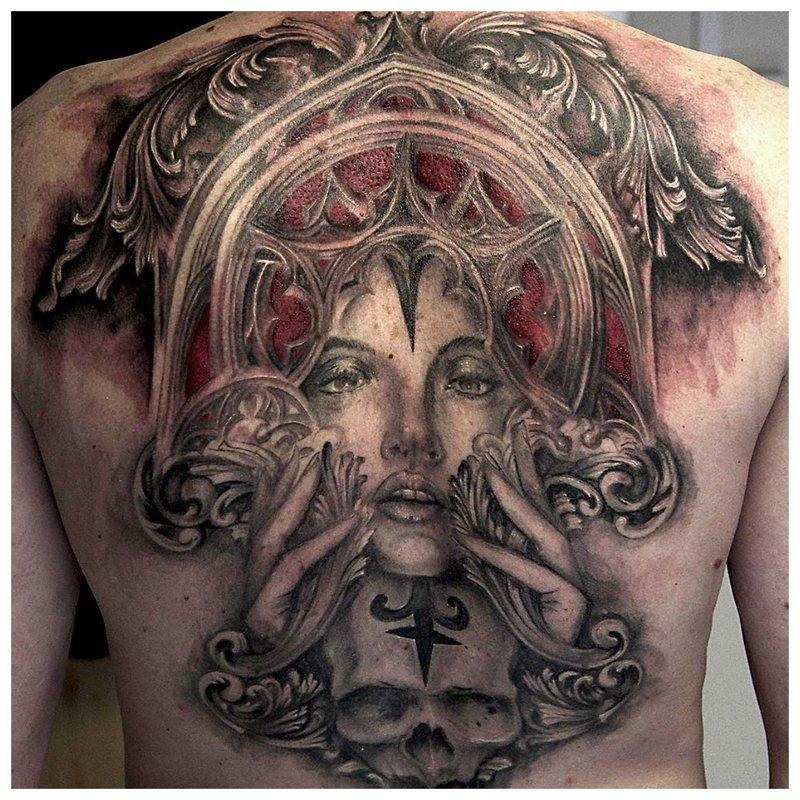 Tatouage gothique tout le dos