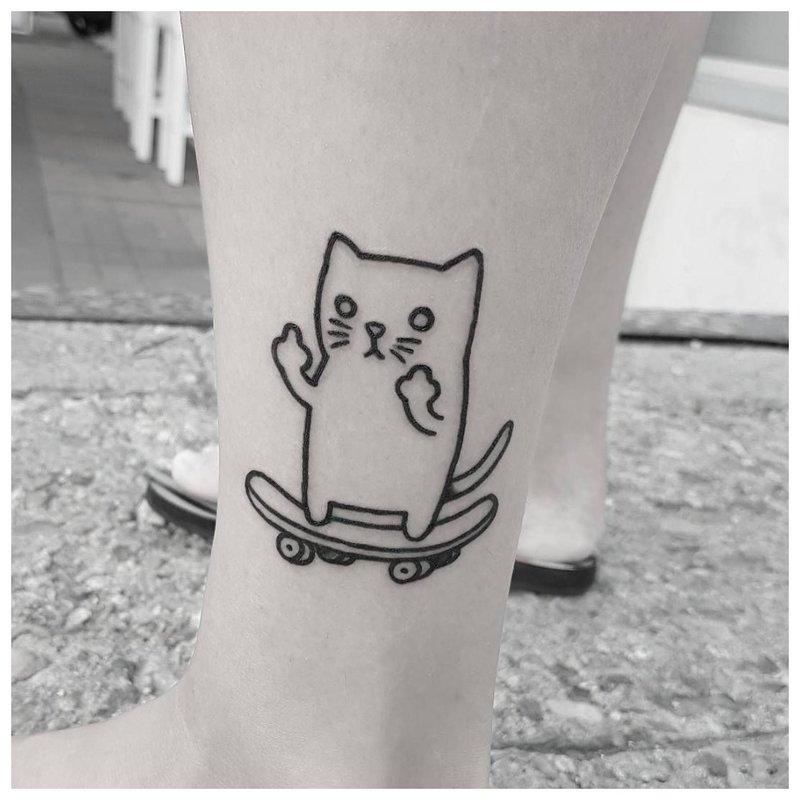 Chat tatouage à la main