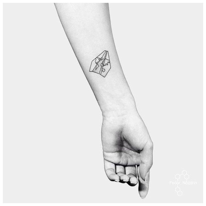 Graži tatuiruotė ant riešo