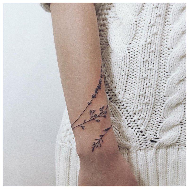 Lakštų apyrankės tatuiruotė