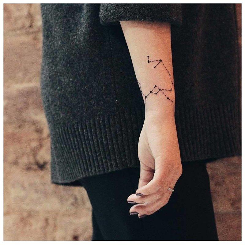 Žvaigždžių kortelė ant rankos