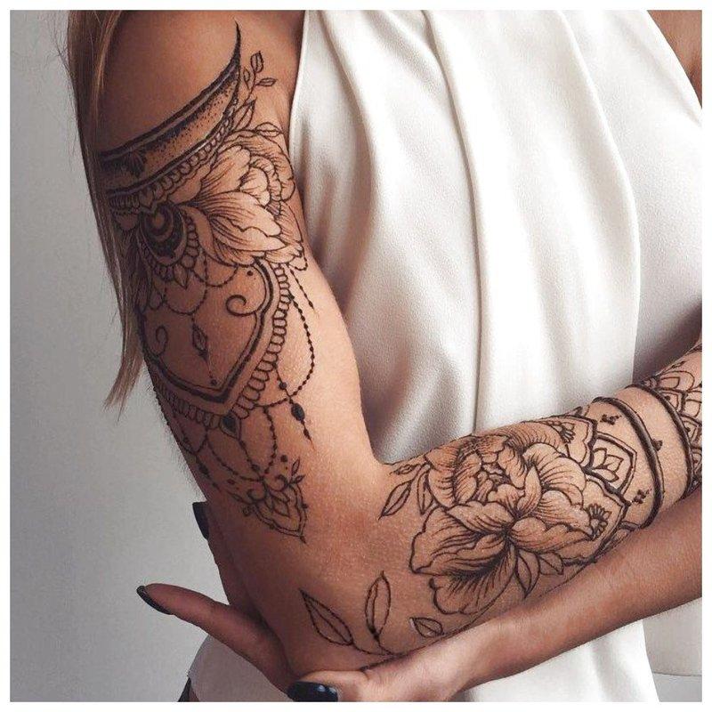 Pilna rankos tatuiruotė