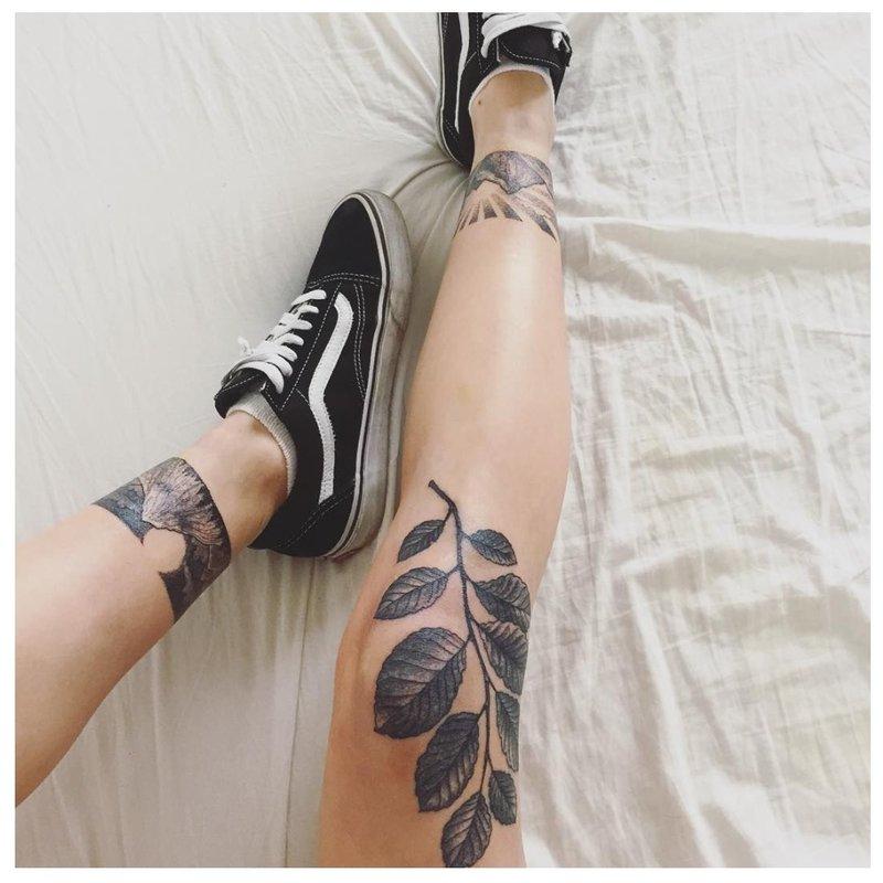 Apyrankės su kulkšnies tatuiruotėmis