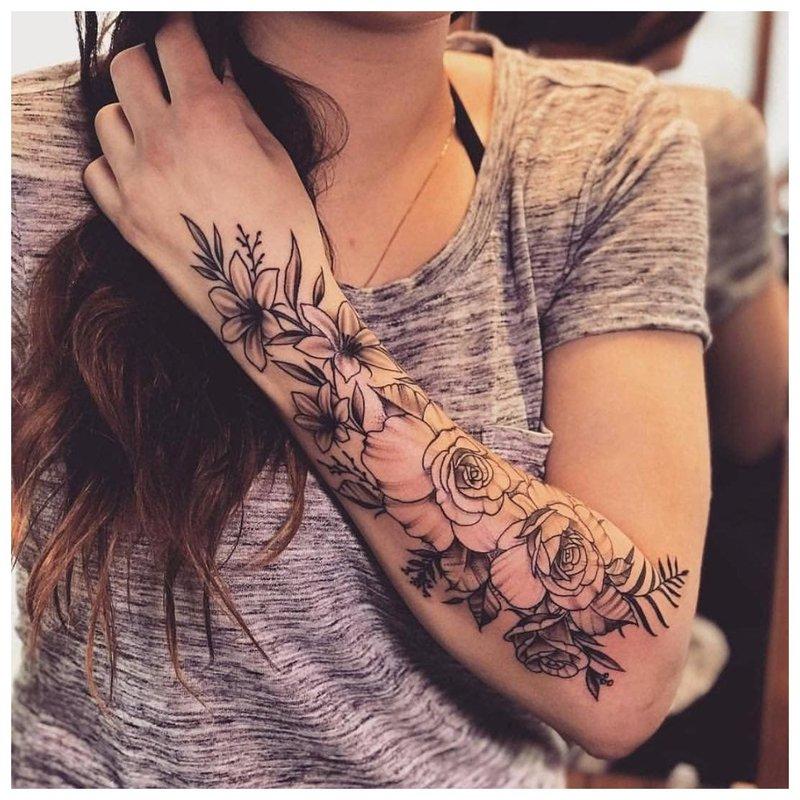 Originali tatuiruotė mergaitei ant visos rankos