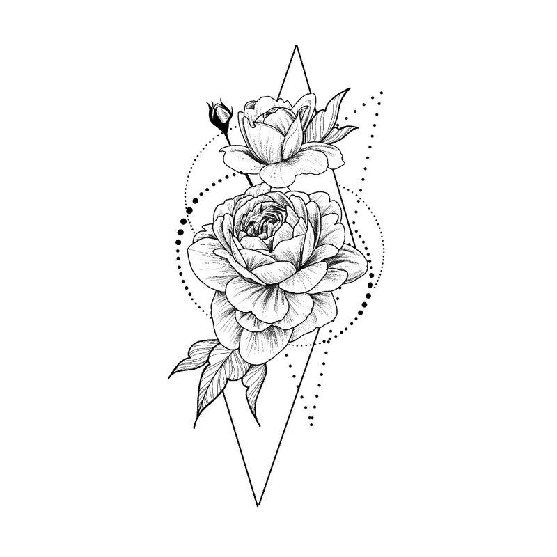 Neįprasta mergaitės klubo tatuiruotė