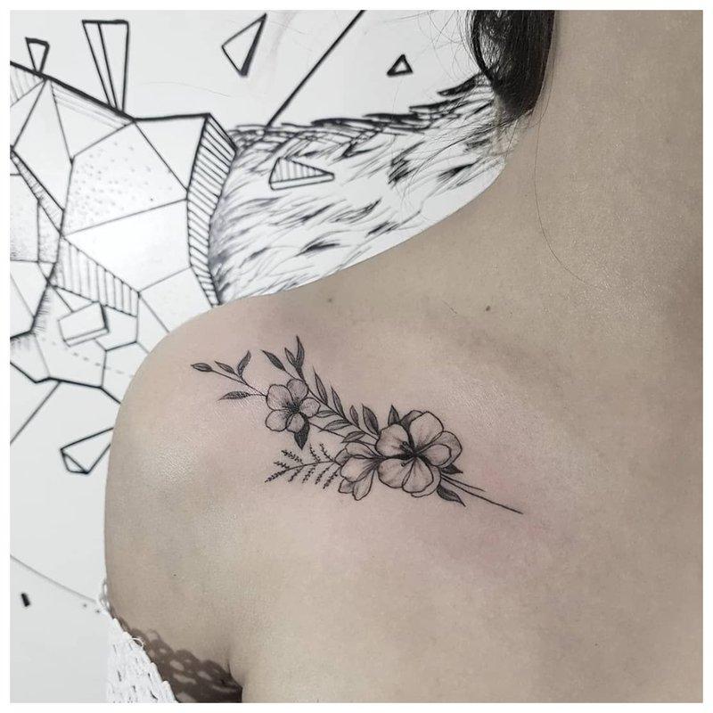Tatuiruotės raktikaulis