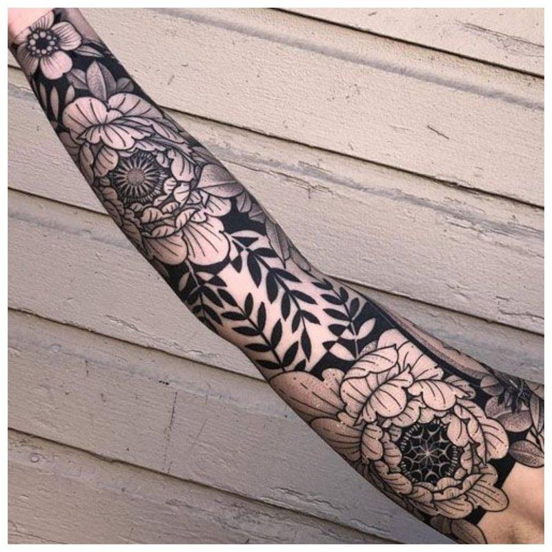 Vyriškos rankos tatuiruotės