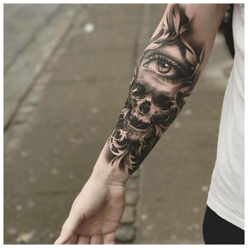 Kaukolė - tatuiruotė vyrui