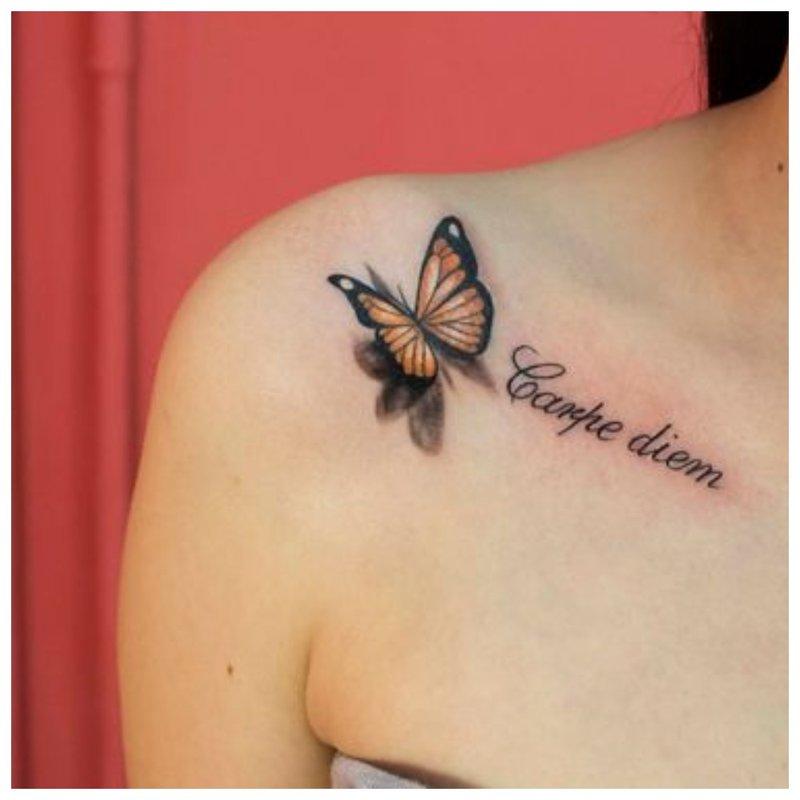 Švelnus raktikaulio tatuiruotė
