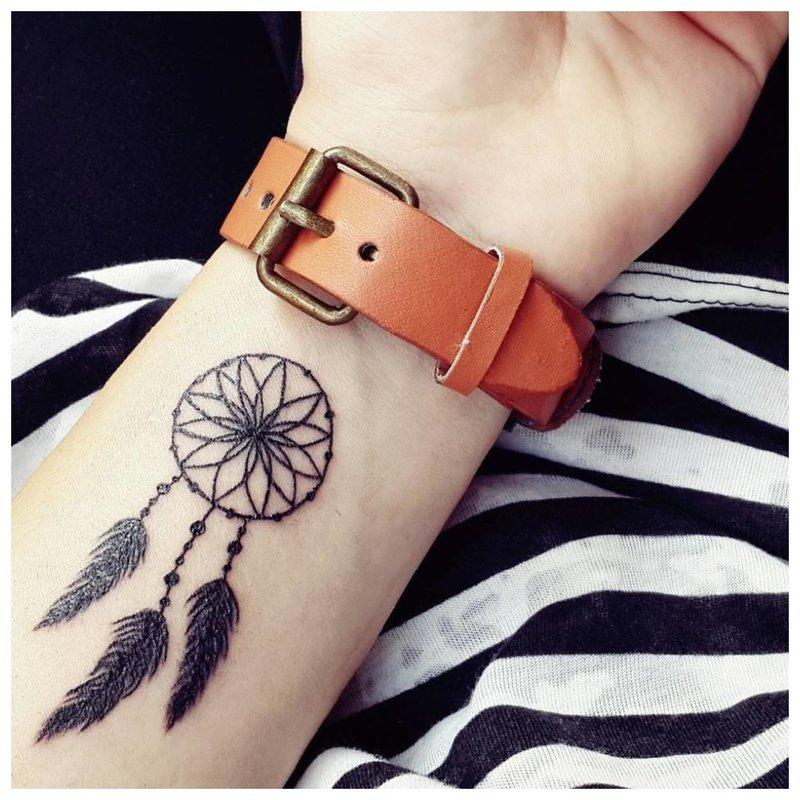 Gražus tatuiruotės amuletas