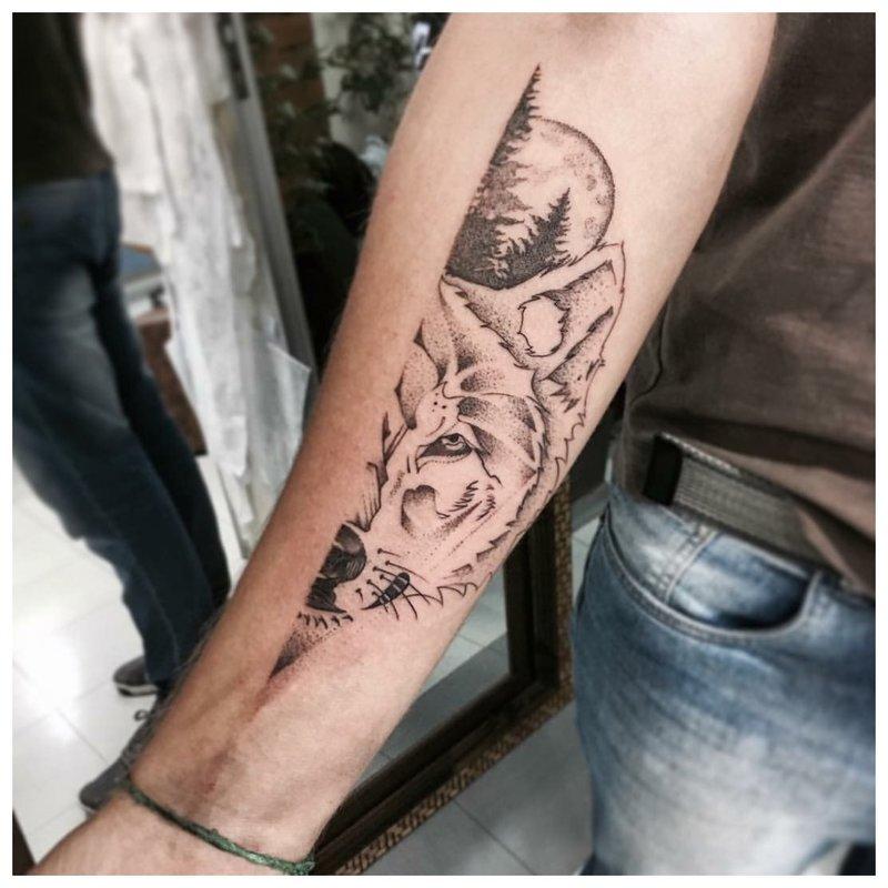Pusės vyro tatuiruotė ant rankos