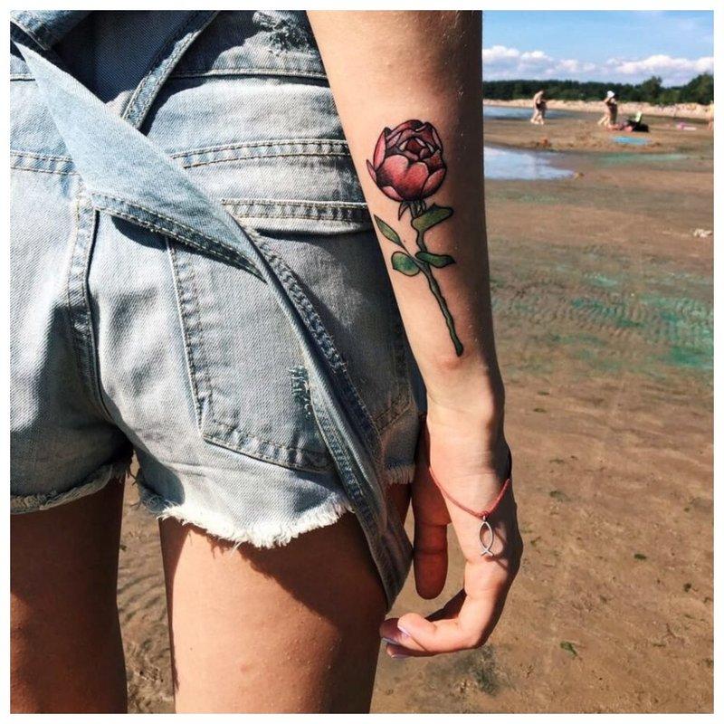 Rožė - graži tatuiruotė