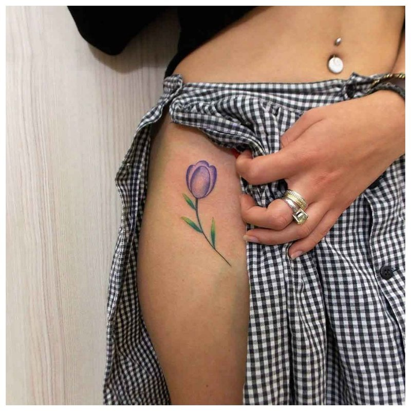 Subtili gėlė - klubo tatuiruotė