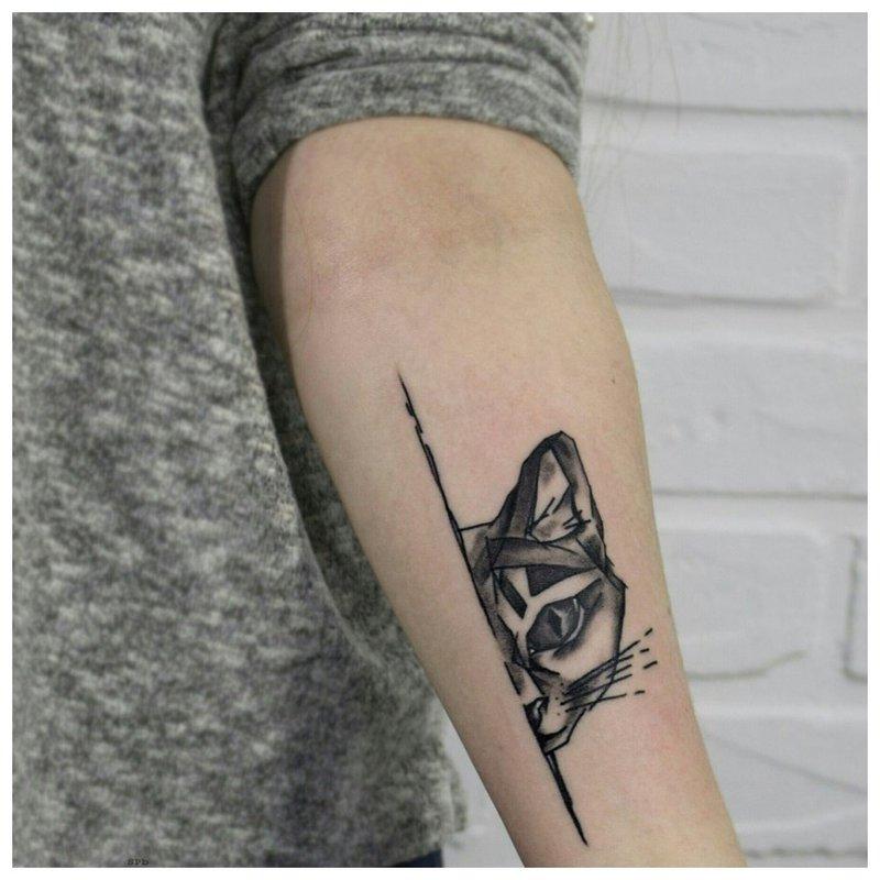 Gyvūnų tema dilbio tatuiruotėms