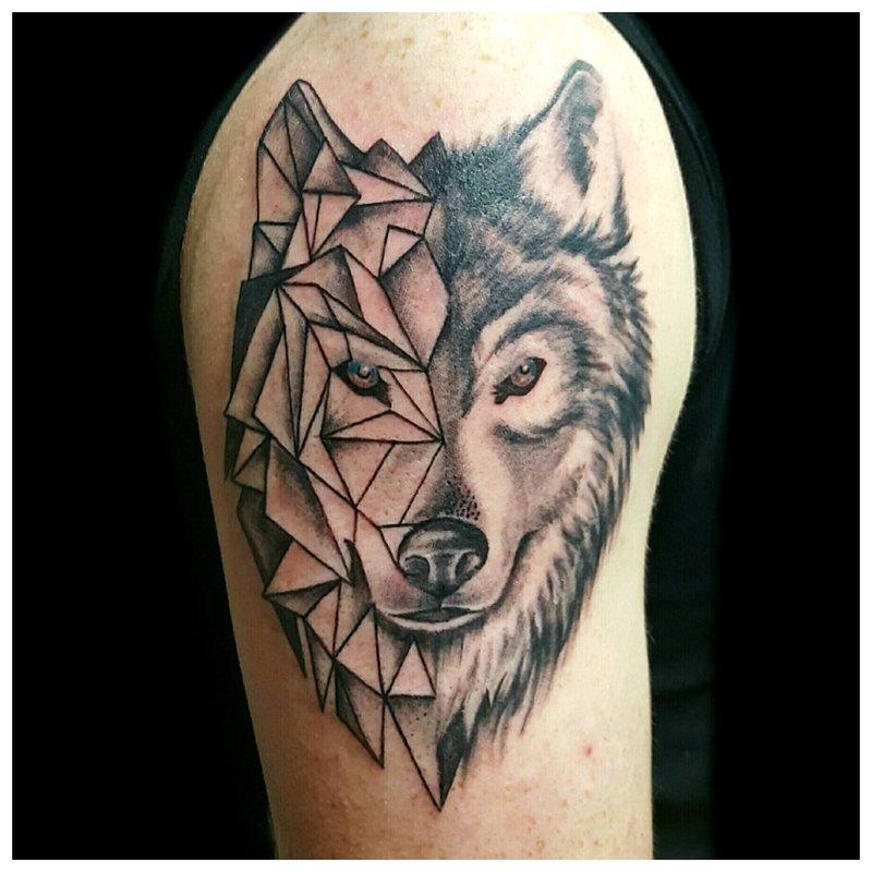 Geometrische Wolf Tattoo