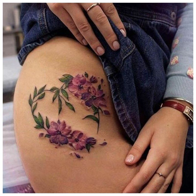 Gėlių tema - klubo tatuiruotė