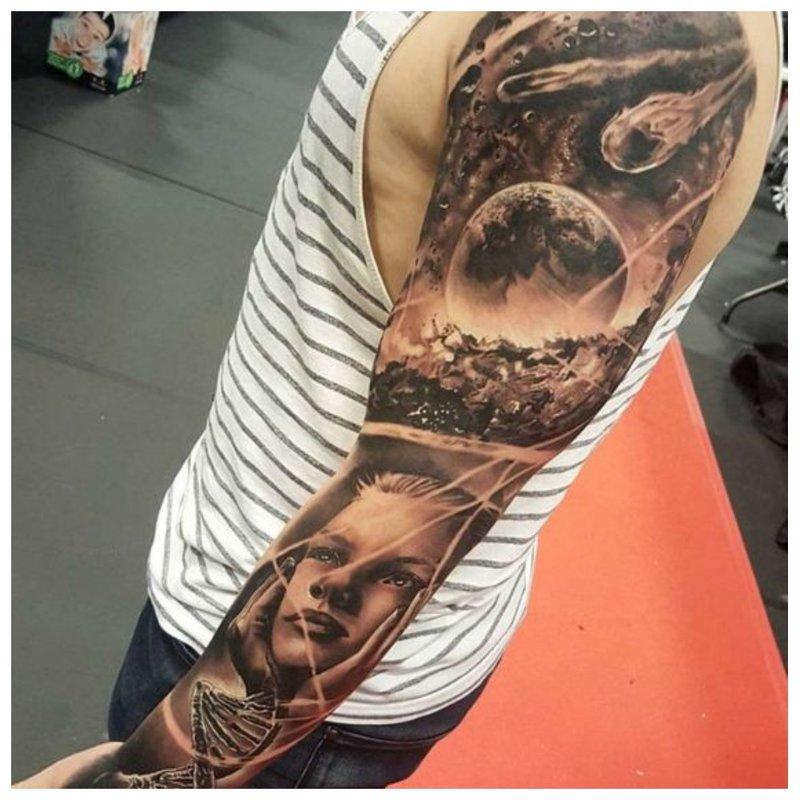 Ryškus siužetas - tatuiruotė ant vaikino rankos