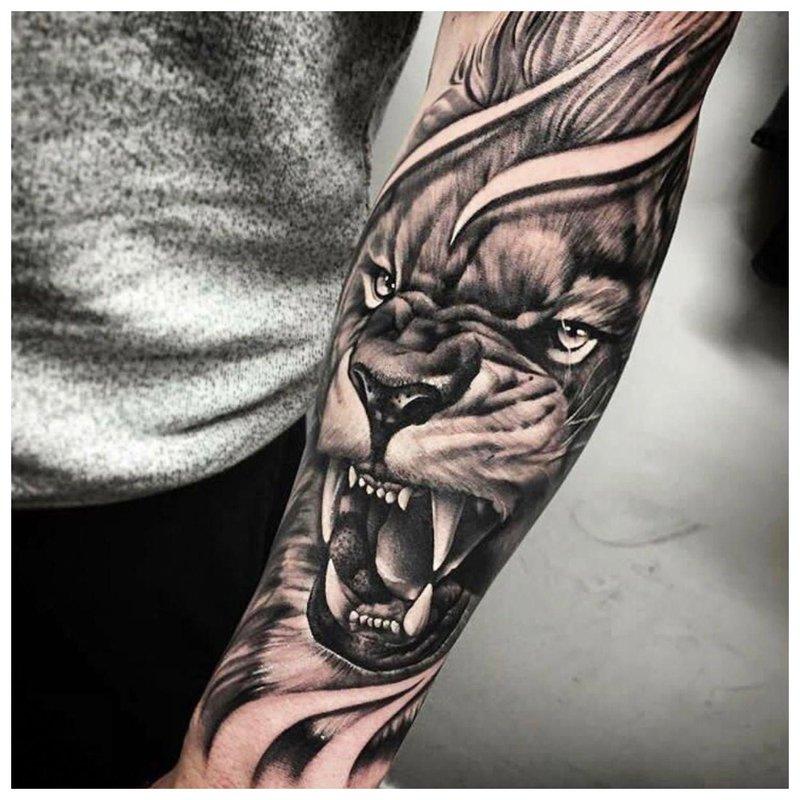 Žavus vyro tatuiruotė ant rankos