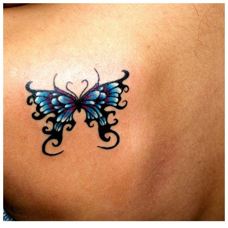 Drugelis ant peties tatuiruotė