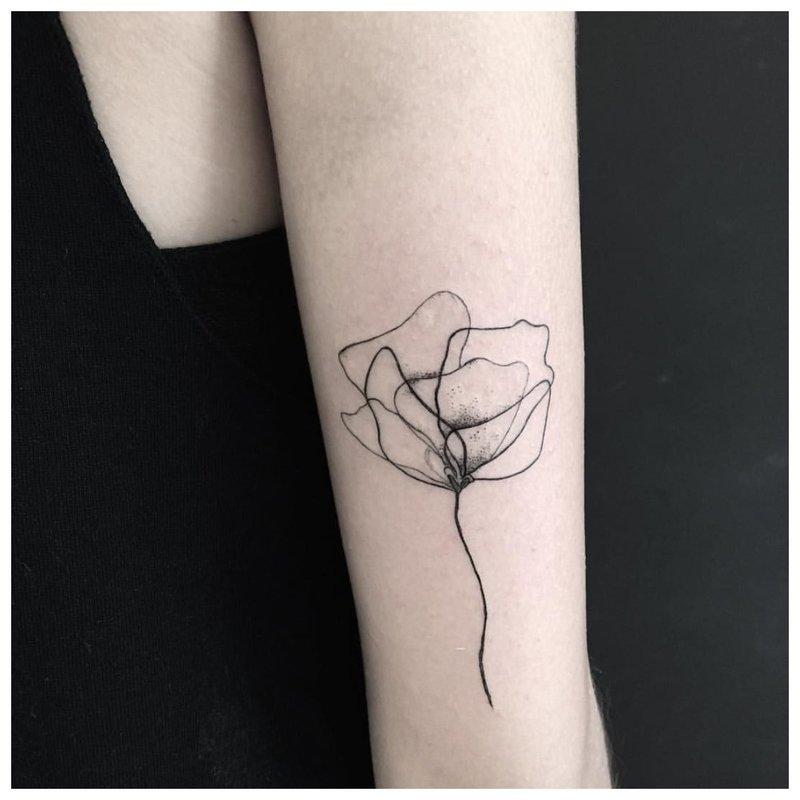 Gėlių pamušalas ant rankos