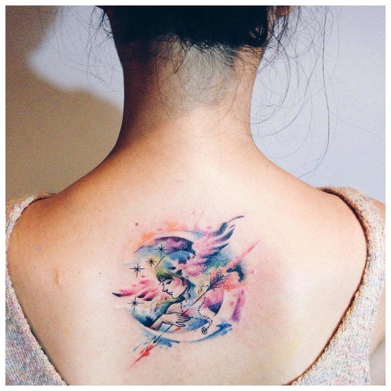 Neįprasta akvarelės tatuiruotė ant nugaros