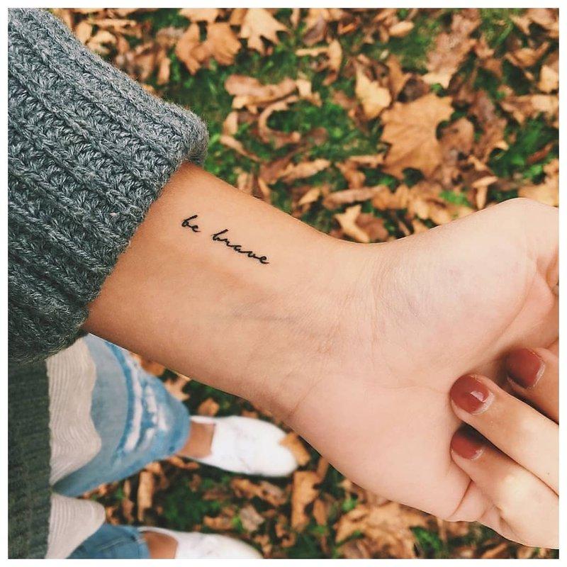 Originalus tatuiruotės užrašas.