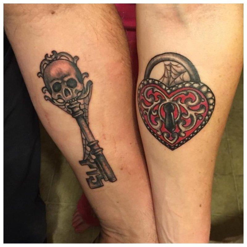 Užraktas ir raktas - suporuota tatuiruotė