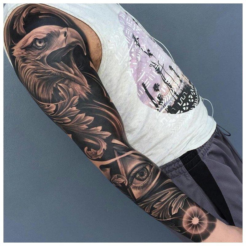 Tatuiruotė ant visos vyro rankos