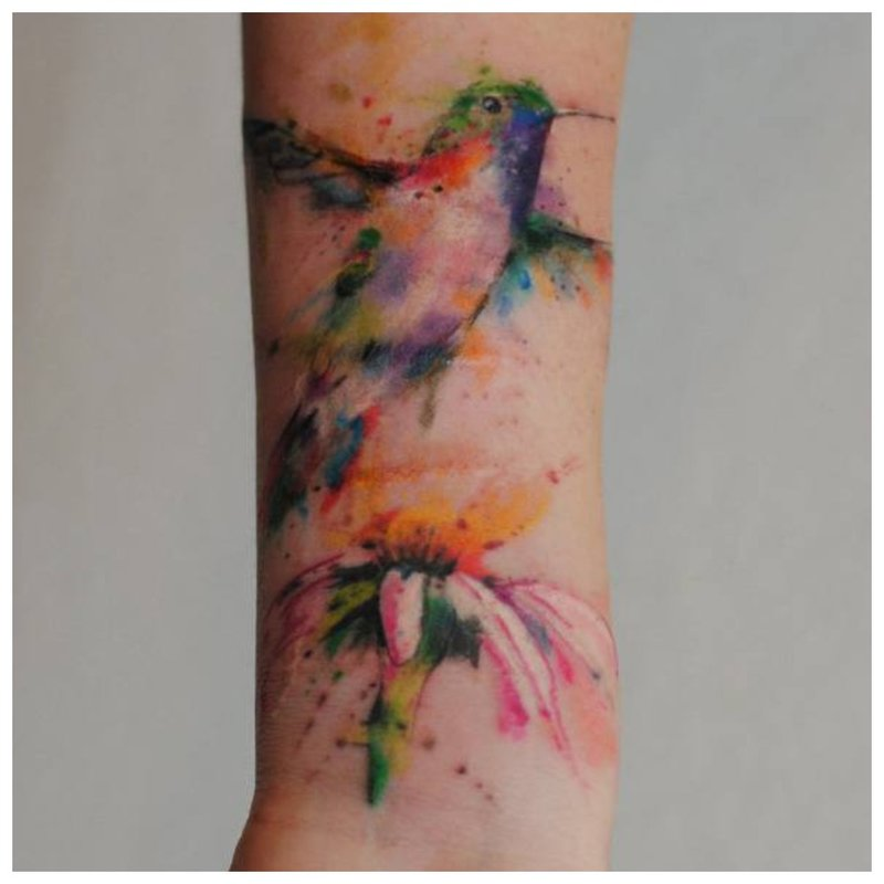 Gyvūnų tema riešo tatuiruotėms