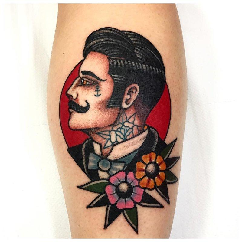 Old school tattoo met een portret van een man