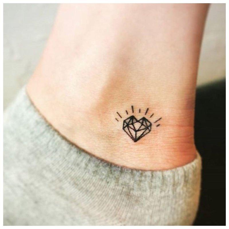 Širdies formos tatuiruotė