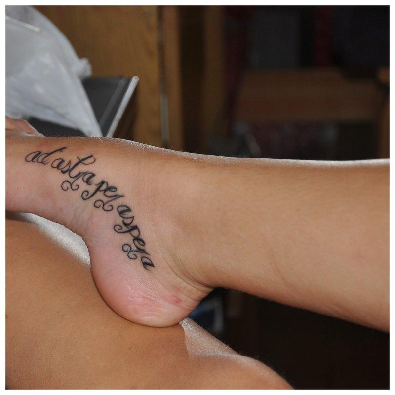 Tattoo inscriptie op de voet