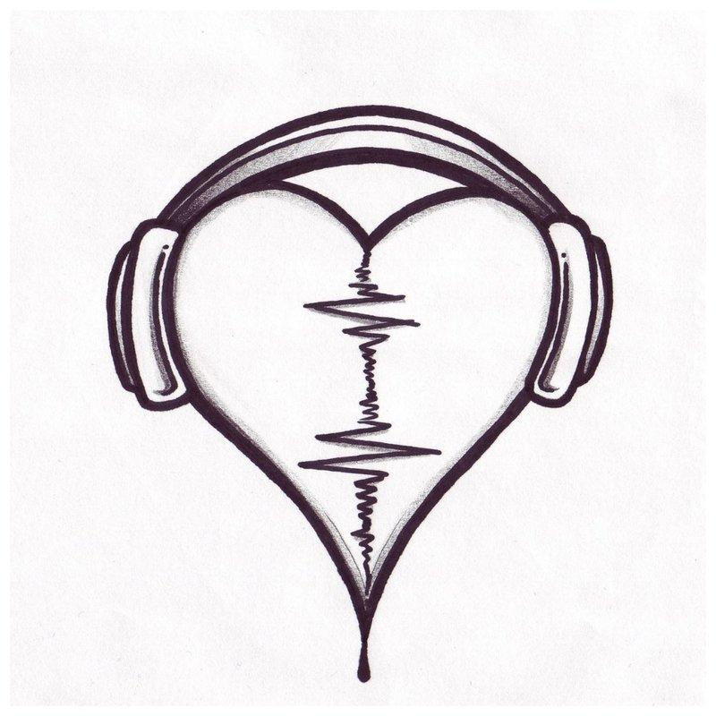 Širdis ir ausinės - tatuiruočių merginos eskizas