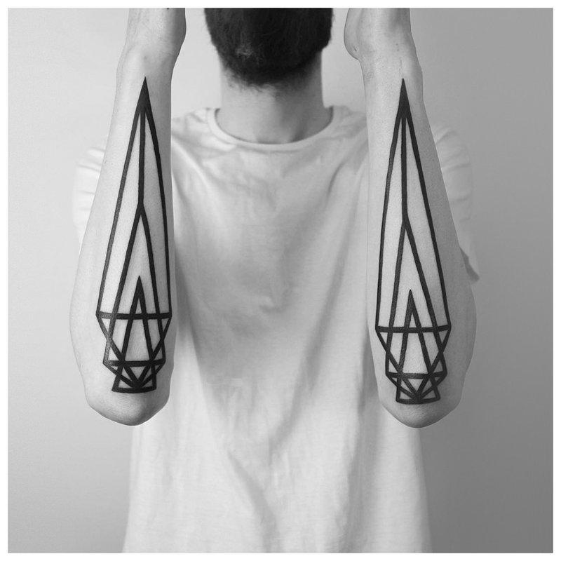 Geometrinio minimalizmo tatuiruotė