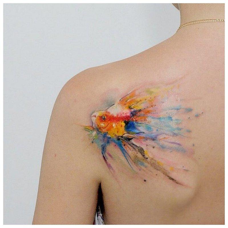 Tatouage de poisson à l'aquarelle