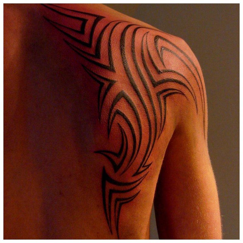 Pelle tatouage tribal
