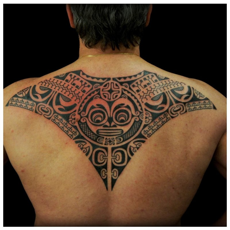 Stijl Polynesië op de rug